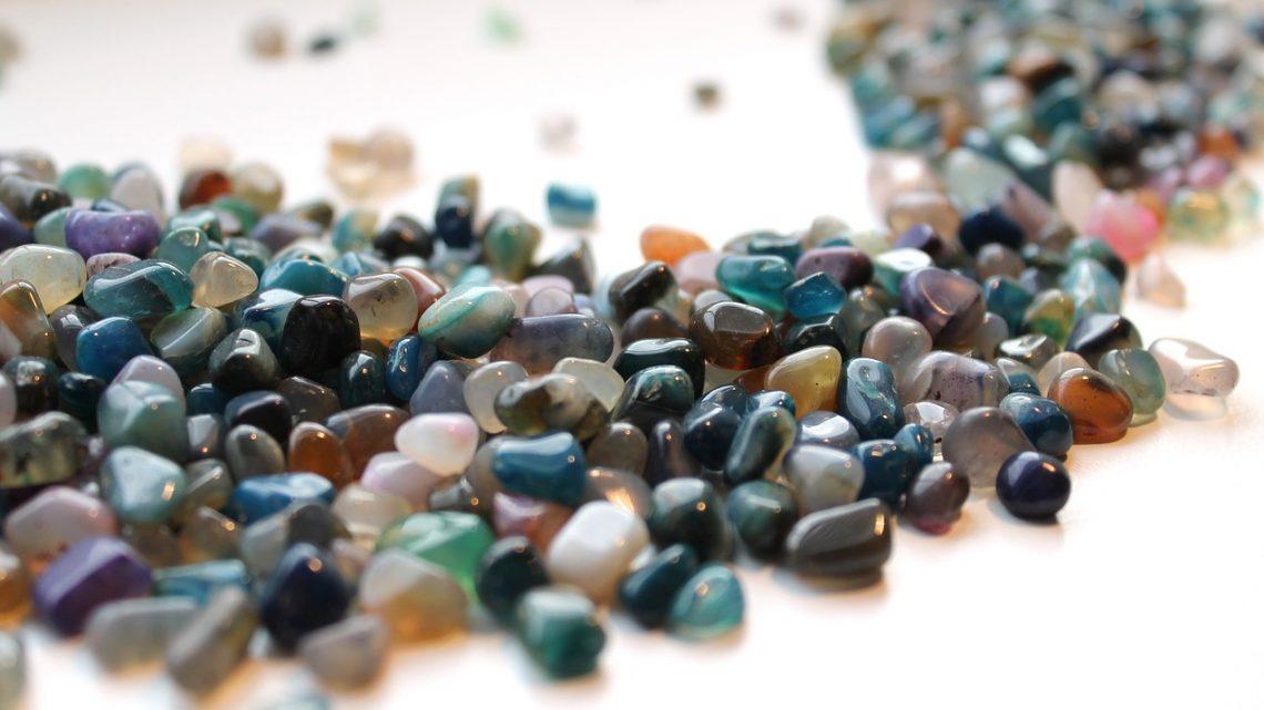 Des pierres de bijoux pour enfant selon le mois de naissance