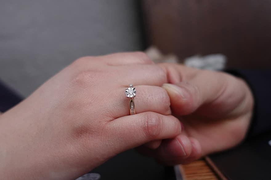 Guide pratique pour trouver la bague de fiançailles idéale